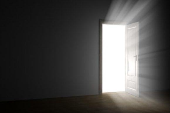 Fel licht uit deur